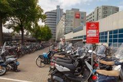Parcheggio della bicicletta a Amsterdam Immagine Stock
