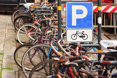 Parcheggio della bicicletta in Italia Fotografia Stock