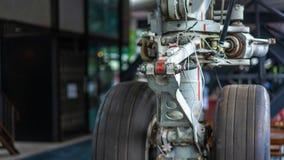 Parcheggio della ruota dell'aeroplano degli aerei fotografie stock