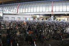 Parcheggio delle biciclette Fotografie Stock