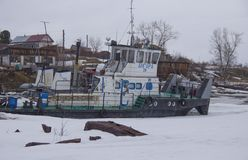 Parcheggio di inverno delle barche di fiume immagine stock libera da diritti