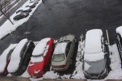 Parcheggio in Philadelfia con le automobili piene di neve Immagini Stock Libere da Diritti