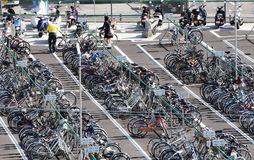 Parcheggio remato di parco-e-giro della bicicletta Fotografia Stock Libera da Diritti