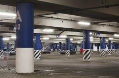 Parcheggio sotterraneo di notte Fotografia Stock