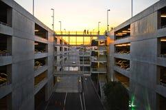 Parcheggio urbano al tramonto Fotografia Stock