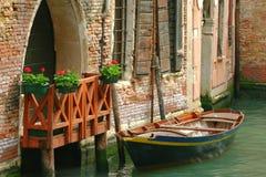 Parcheggio veneziano del Curbside fotografia stock libera da diritti