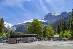 Parcheggio vicino a Kandersteg su Bernese Oberland in Svizzera Immagine Stock