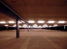 Parcheggio vuoto con la riga principale Fotografie Stock