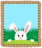 Parchemin avec le lapin de Pâques de cachette 3 Images libres de droits
