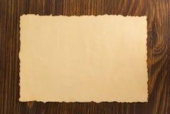 Parchemin de papier sur le bois Images stock