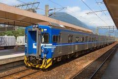Parchi del treno di Taiwan ad una stazione Fotografie Stock Libere da Diritti