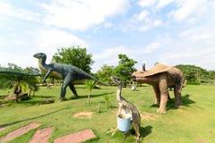 Parchi pubblici delle statue e del dinosauro fotografia stock