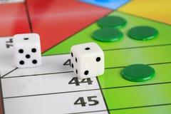 Parchis espanhóis típicos do jogo de mesa fotografia de stock royalty free