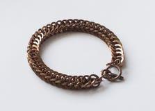 Parcialmente bronze do bracelete de Chainmail do persa foto de stock