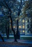 Parco alla notte, isola di Skeppsholmen, Stoccolma immagine stock libera da diritti