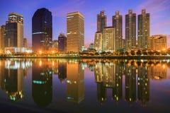 Parco Bangkok di Benjasiri a twilinght Immagine Stock