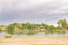Parco del caravan accanto al fiume di Riet Immagine Stock Libera da Diritti