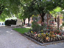 Parco del fiore del Bad Reichenhall all'aperto, vecchia città della stazione termale Fotografia Stock Libera da Diritti