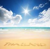 Punto di vista della natura di paesaggio della Tailandia del cielo blu della spiaggia del sole della sabbia di mare Fotografie Stock Libere da Diritti
