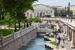 Parco del giardino di Alexandrovsky e mostra Hall Manege, Mosca, Russia Immagini Stock