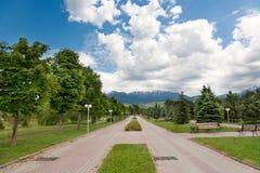 Parco del sentiero per pedoni ad estate fotografia stock