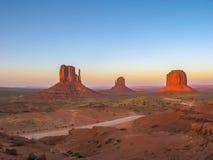 Parco dell'indiano navajo della valle del monumento al tramonto Immagini Stock Libere da Diritti