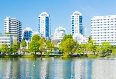 Parco della città di Stavanger ed hotel Norvegia immagine stock