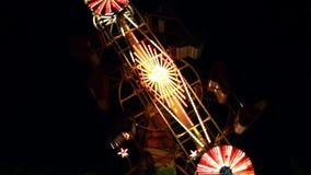 Parco di divertimenti alla notte stock footage