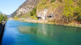 Parco di Interlaken con il fiume ed il ponte Fotografia Stock