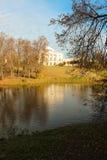 Parco di Pavlovsk. Paesaggio con il palazzo fotografie stock libere da diritti
