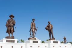 Parco di Ratchapak e le statue di sette ex re tailandesi fotografia stock