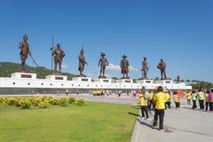 Parco di Ratchapak e le statue di sette ex re tailandesi fotografia stock libera da diritti