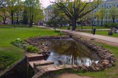Parco di Riga in primavera, Lettonia, Europa fotografie stock libere da diritti