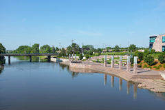 Parco di Riverwalk lungo grande Sioux River Immagini Stock