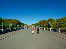Parco di Vigeland a Oslo durante il bello giorno di autunno Fotografie Stock Libere da Diritti