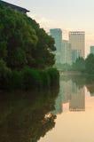 Parco e città Fotografia Stock Libera da Diritti