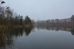 Parco e lago in Richmond Hill a Toronto nel Canada di mattina nell'inverno fotografie stock