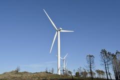 Parco eolico con le torri del vento Fotografie Stock Libere da Diritti