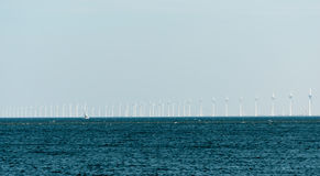 Parco eolico di Noordoostpolder con 86 generatori eolici Fotografie Stock Libere da Diritti