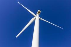 Parco eolico in Indiana centrale Il vento e le aree verdi solari di energia stanno diventando molto popolari nelle comuni agricol Fotografia Stock