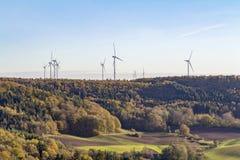 Parco eolico intorno al farro piccolo vicino a Schwaebisch Corridoio Fotografia Stock
