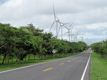 Parco eolico lungo la strada, Nicaragua della produzione di energia Fotografia Stock Libera da Diritti