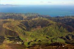 Parco eolico sulle colline di Makara, Wellington, Nuova Zelanda Fotografia Stock Libera da Diritti