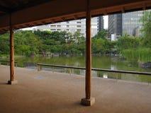 Parco giapponese tradizionale nel mezzo se la città, Tokyo Fotografie Stock