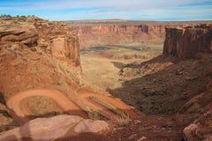 Parco-isola nazionale dell'Utah-Canyonlands nel cielo Rim Road bianco area immagine stock libera da diritti