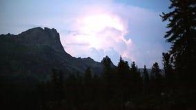 Parco naturale nazionale Tre Cime In il lasso di tempo delle alpi delle dolomia Bella natura del fulmine e della tempesta di voli archivi video