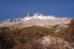Parco nazionale Cerro Castilloe strada principale australe, peperoncino rosso, XI regione di Aysen patagonia fotografie stock libere da diritti