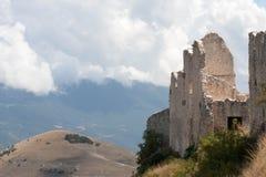 Parco Nazionale del Gran Sasso slott Royaltyfria Bilder