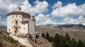 Parco Nazionale del Gran Sasso slott Royaltyfri Fotografi
