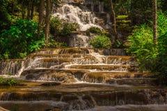 Parco nazionale del pacharogn del namtok della cascata del paesaggio, Tak Thailand Immagine Stock